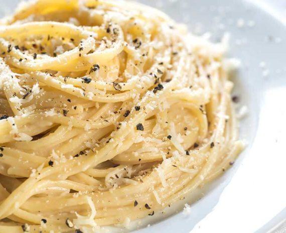 Spaghetti con cacio e pepe