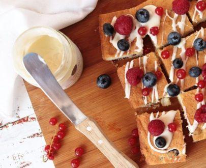 Brownie al cioccolato bianco e frutti rossi