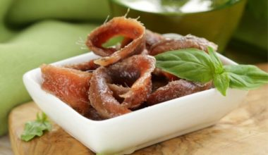 Acciughe, tonno, storione o sgombro tutte le ricette del pesce sott'olio della tradizione italiana